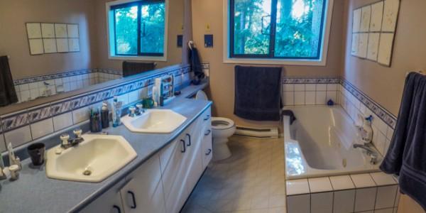 cordova bay bathroom before 1