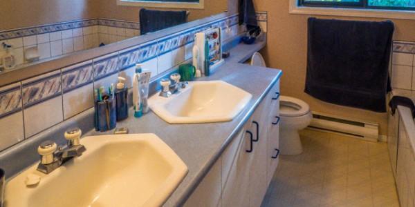 cordova bay bathroom before 2