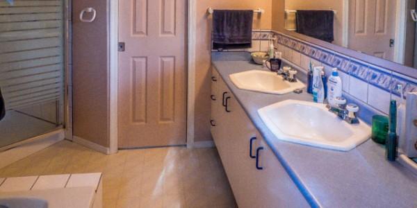 cordova bay bathroom before 3